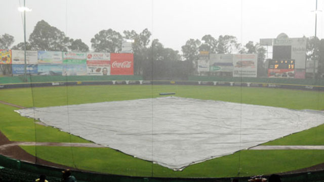Infield cubierto por la lluvia en Puebla